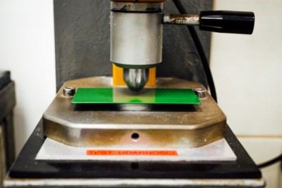 Testowanie odporności lakierowane profile aluminiowe certyfikat Qualicoat - Alakiernia Lębork
