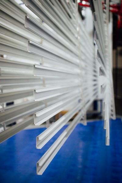 Pomalowane proszkowo białe profile aluminiowe - Alakiernia Lębork